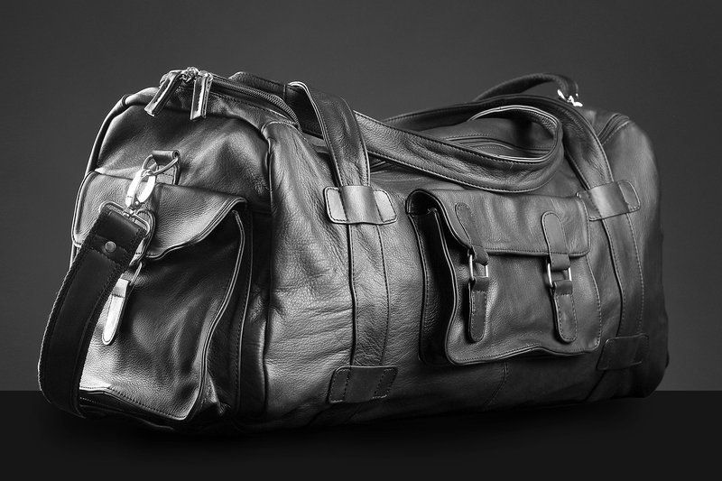 schwarze leder reisetasche aus rindsleder leather maniacs. Black Bedroom Furniture Sets. Home Design Ideas
