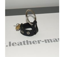 Cockring aus Metall mit Leder-Stretcher